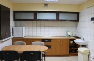 Kącik kuchenny wpomieszczeniu piwnicznym